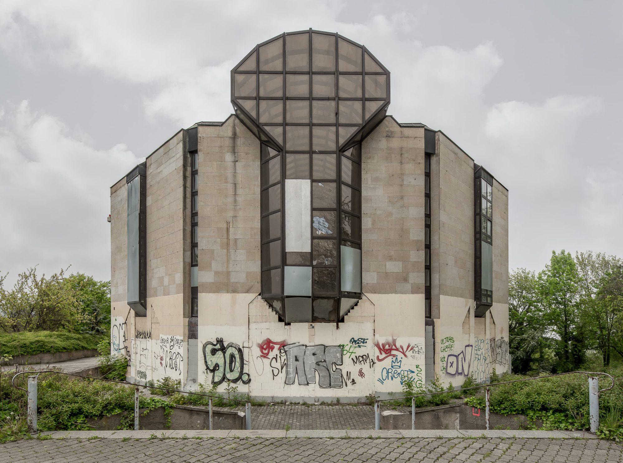 Regentaucher Architekturfotografie | Awaiting Leipzig Bowlingtreff