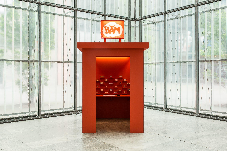 Installationsansicht der BAM Booth von Petra Mattheis im Museum der bildenden Künste Leipzig