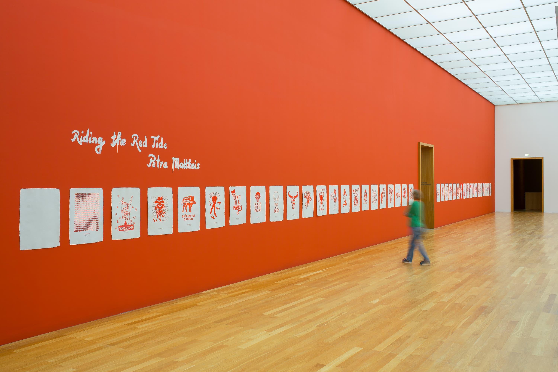 Installationsansicht des Projekts Become a Menstruator von Petra Mattheis im Museum der bildenden Künste Leipzig