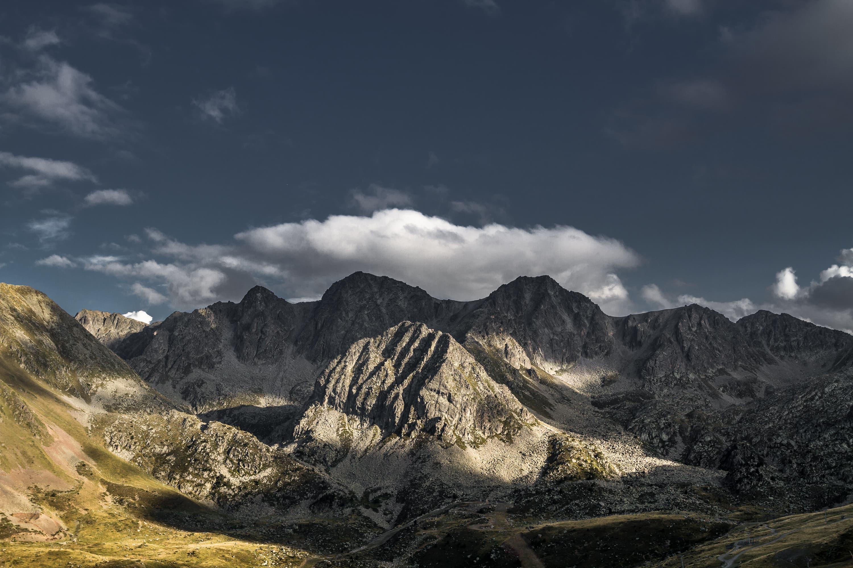 Fotografie eines Gebirgsmassivs in den Alpen von Regentaucher