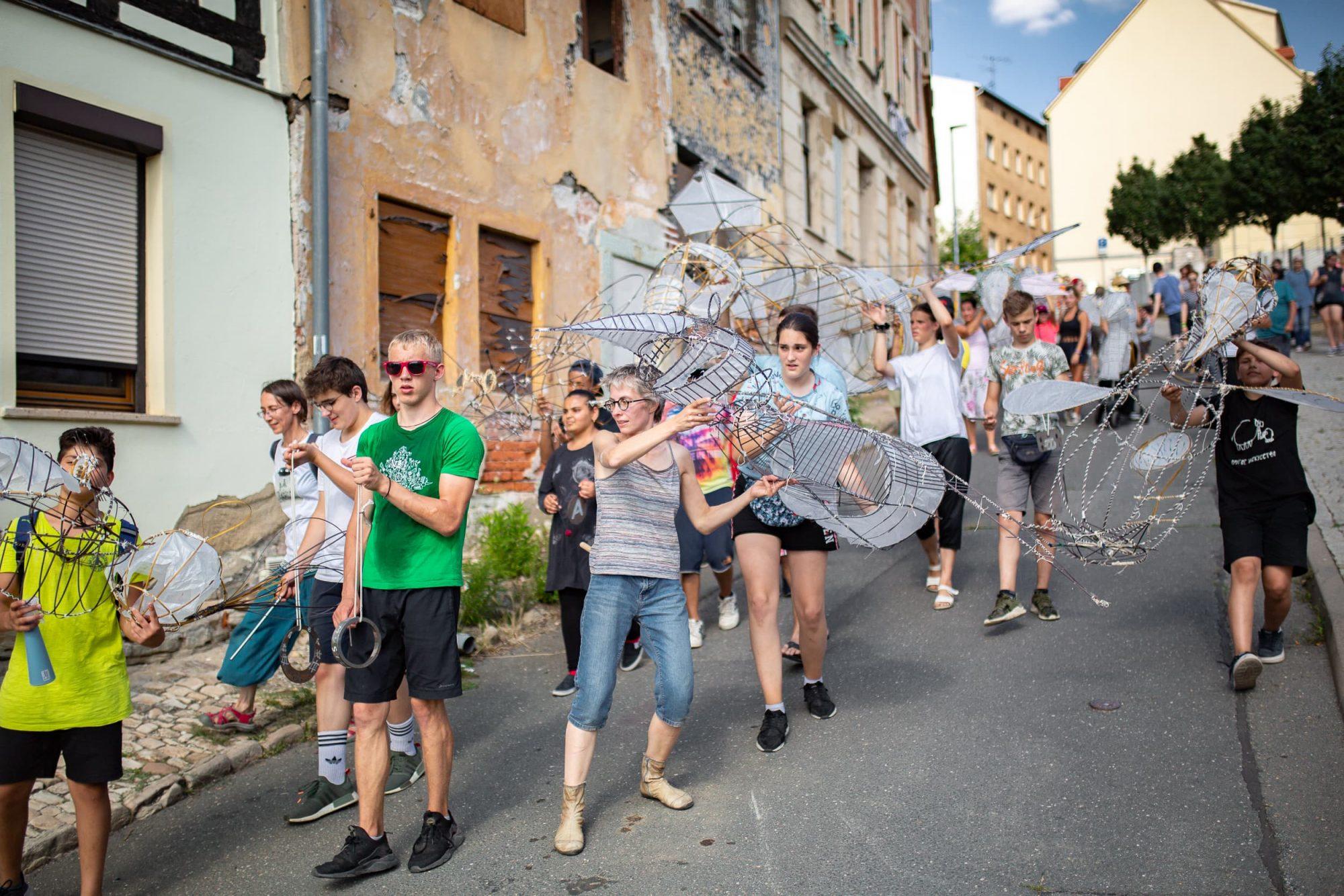 Kinder- und Jugendliche in der Scharrenstraße Zeitz.
