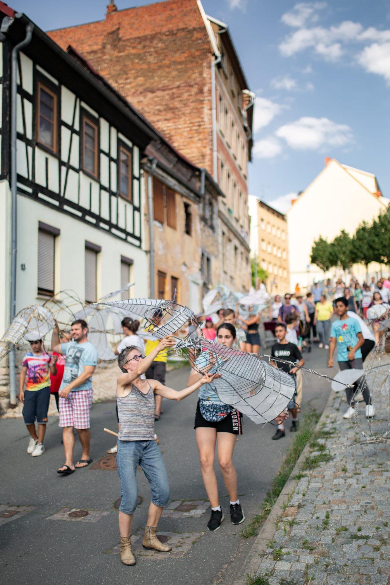 Kinder und Jugendliche in der Scharrenstraße Zeitz.