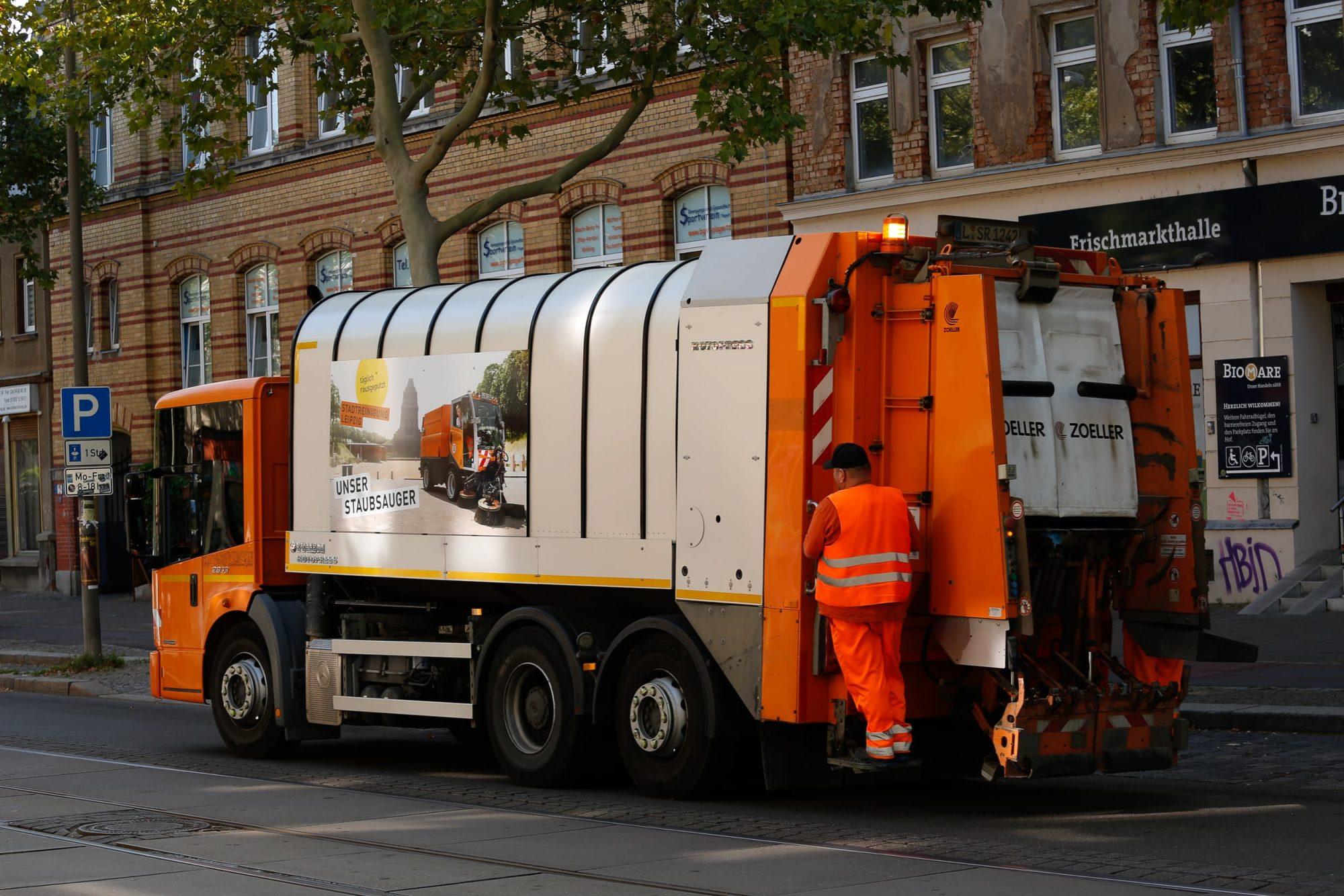 Regentaucher | Fotografie einer Kehrmaschine im Auftrag der Stadtreinigung Leipzig
